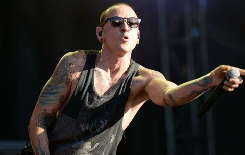 Site afirma que Chester Bennington, vocalista do Linkin Park, foi encontrado morto
